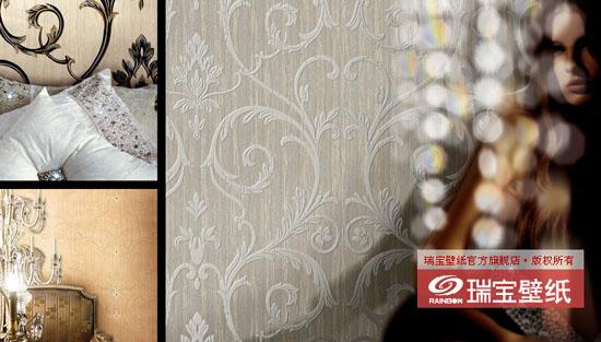 尺寸规格: 10.05 m 0.70 m 设计风格: 高贵、奢华的欧式新古典主义 可选颜色: 乳白色、灰色、米黄色、柔粉色、灰棕色、浅金黄色、银色、咖啡色 图案解说: 图案一:欧式镶水钻卷草花纹系列  壁纸表面镶嵌的水钻点缀在纹案的重心,玫瑰金粉散落周围,立刻给庄重肃穆的画面增添了一道摄人的亮点,光彩夺目,质感十足,犹如一身华服的贵妇佩戴了晶莹璀璨的钻戒与项链。 图案二:仿天鹅绒卷草花纹系列 本方案工艺上采用植绒技术,视觉和触觉效果好似天鹅绒般的细腻和高贵。花纹排布轻盈,质地厚重,与带有玫瑰金粉的背景对